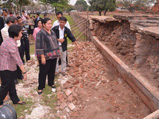 Inspection of flood damage at Ayutthaya, MCOT News 20120131