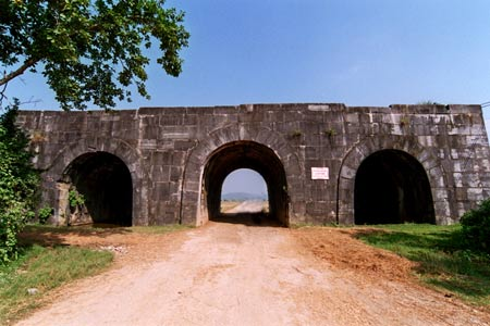 Ho Citadel in Thanh Hoa Province, Vietnam Net Bridge 20120618
