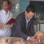 Restoring a 5,000-year-old skull. Source: Viet Nam Net 20141217