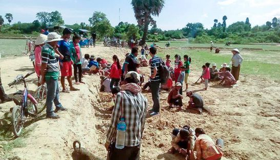 Frenzy over the discovery of a gold bead in Takeo. Source: Phnom Penh Post 20160606