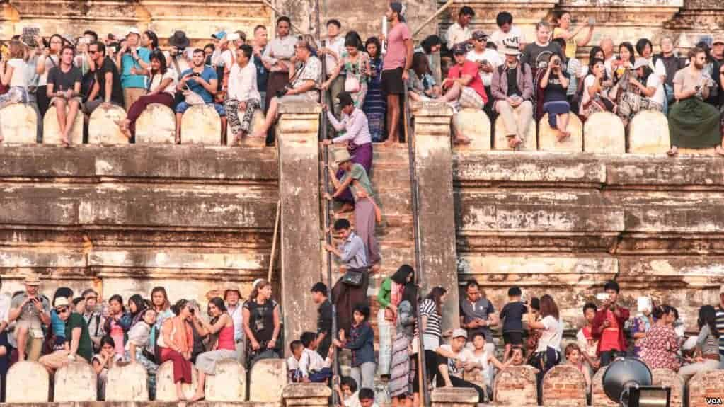Myanmar Mulls Ban on Temple-Climbing for Tourists
