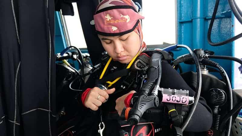 Go Deep With Thailand's 1st Female Undersea Relic Hunter