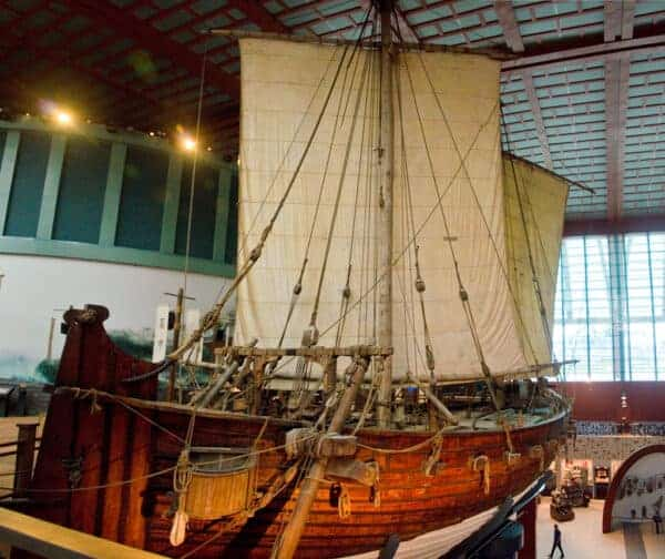 The Jewel of Muscat, donated to Singapore by the Sultanate of Oman. A reconstruction of the Belitung ship.