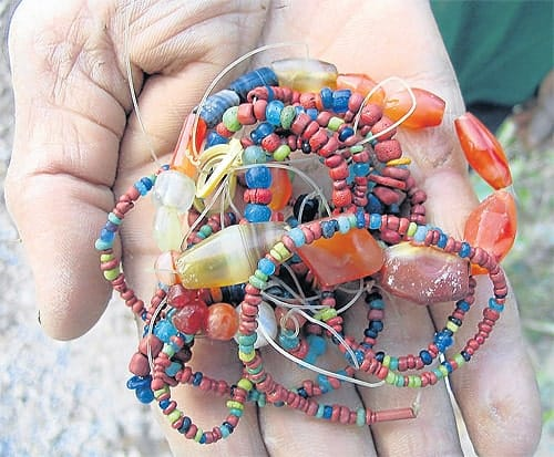 Looted beads from Chumphon province, Bangkok Post 20121208