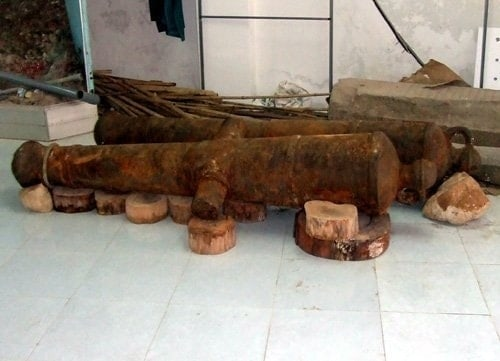 Cannons salvaged from Ninh Thuan Province, 20130326