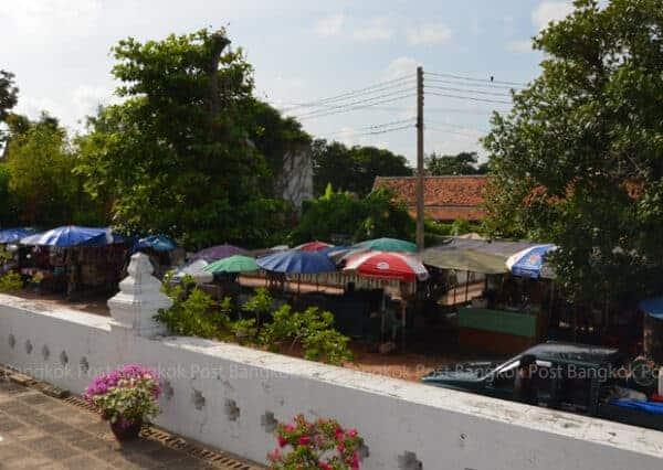 Souvenir stalls in Ayutthaya. Bangkok Post, 19 August 2014.