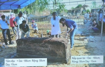 Excavation of tomb in Binh Dinh province. Source: Viet Nam News 20151123