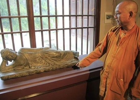 The abbot of Quan The Am Temple showing off one of the Buddha statues on display. Source: Viet Nam News 20151214