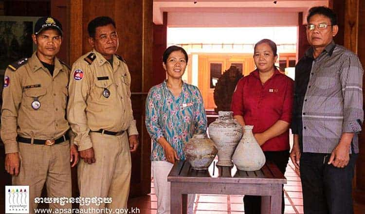 Museum receives clay jars - Khmer Times