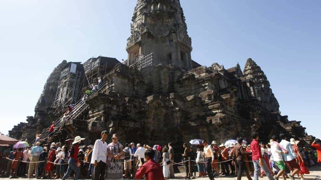 Four Chinese Nationals for Alleged 'Drilling' at Angkor Wat Complex
