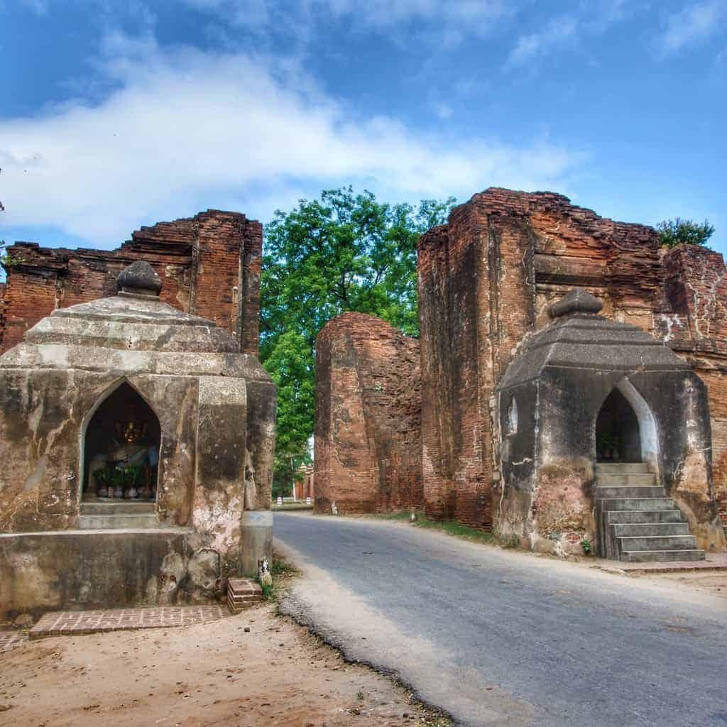 Tharabha Gate, Bagan
